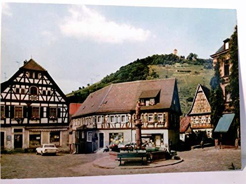 Heppenheim an der Bergstraße. Marktplatz,Geschäfte, Brunnen, Fachwerkhäuser, Auto, Blick zur Burg ( Ruine ?)
