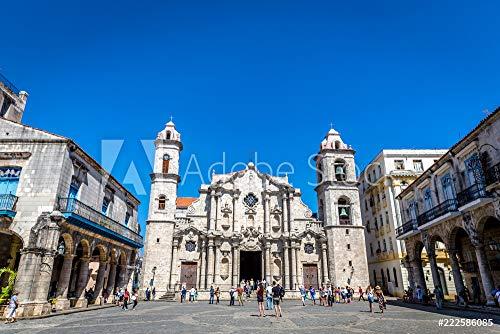 Wunschmotiv: Havana, Cuba - Mar 10th 2018 - Tourists enjoying a summer hot day in old town Havana, main plaza of the city in Cuba #222586085 - Bild hinter Acrylglas - 3:2 - 60 x 40 cm / 40 x 60 cm