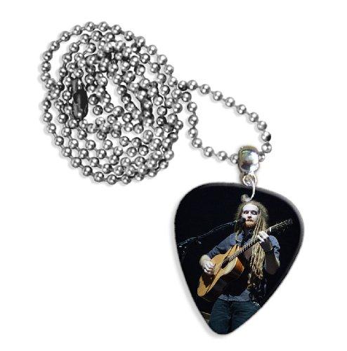 newton-faulkner-dw-live-performance-gitarre-plektrum-pick-halskette-necklace