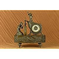 Firmato Moreau francese Mantle Clock di Maiden e Cupido di bronzo Scultura Statua Impero Francese dorato e dipinto bronzo Mantle Clock,, The Hill top della forma con un bronzo dorato figura di una donna in preghiera, ...