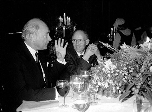 vintage-photo-of-bo-berggren-big-talks-about-his-company-and-the-london-stock-exchange-with-sir-jona