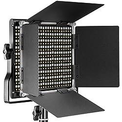 Neewer Regulable Bi-color LED con soporte en U y Barndoor Luz de video para YouTube, Fotografía de producto, Disparo de video, Marco de metal durable, 660 LEDs, 3200-5600K, CRI 96+ (Enchufe de UE)