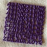 Wachsbuchstaben Großbuchstaben in lila