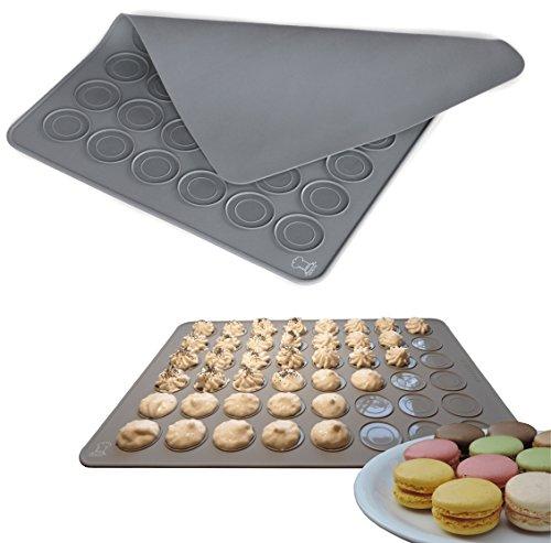 BackeFix - die moderne Premium Macarons Backmatte | für Cookies, Kekse und weiteres Gebäck | die beliebteste Form für Anfänger passend zum Buch - der zeitlose Klassiker | Macaronsmatte, Makronenformer, große Macarons | 2 Jahre Zufriedenheitsgarantie (grau)