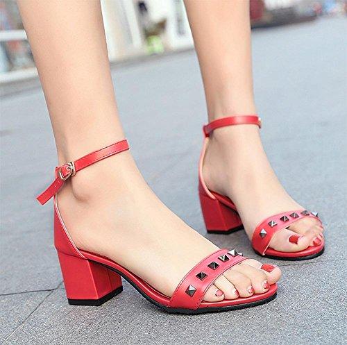 Sommer Nieten einen Wortart Bügel Schuhe mit dicken hochhackigen offenen Sandalen Red