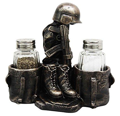 Military Soldier Uniform Kostüm & Gewehr Deko Glas Salz Pfefferstreuer Halter Figur aus Kunstharz
