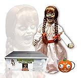 SV Creepy Carlotta Horror Mädchen Puppe Stehend 0,8 Meter Sound Leuchtaugen Horror Mädchen Puppe Stehend 0,8 Meter Sound Leuchtaugen Pumpkin Keychain Inklusive Batterien