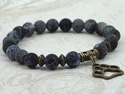 Bracelet femme en agate givrée avec pendentif en forme de patte de loup