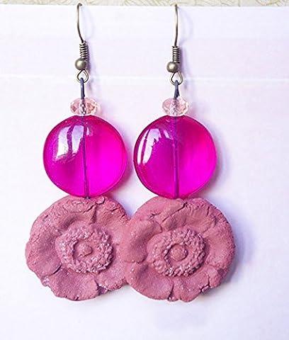 boucle d'oreille en forme de marguerite rose fuchsia bijou en terre cuite verre transparent bijoux fleur végétal