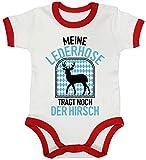 ShirtStreet Gaudi Wiesn Ringer Strampler Baumwoll Baby Body Kurzarm Jungen Mädchen Oktoberfest - Meine Lederhose trägt Noch der Hirsch, Größe: 12-18 Monate,White/Red