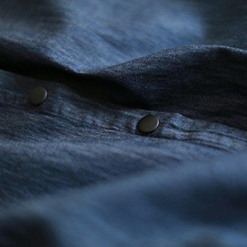 ein langärmliges kurzärmeliges hemd in einem vintage - jeans - rock m
