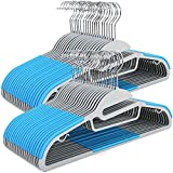 SONGMICS 50 CRP41Q-50 - Gruccia salvaspazio per Giacca con Apertura a Forma di S, Inserti in Gomma Antiscivolo, Gancio in Metallo Girevole a 360°, Colore: Blu