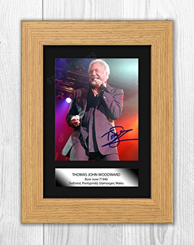 Engravia Digital Tom Jones Signed Autograph Reproduction Mounted Photo A4 Print (Oak Frame)