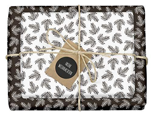 4x Geschenkpapier Weihnachten: schwarz-weiße Tannenzweige | hochwertige, beidseitig bedruckte Bögen Weihnachtsgeschenkpapier | inkl. 4x Anhänger im Set | Recycling-Papier | edel, für Erwachsene