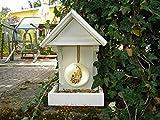 Vogelfutterstelle aus Restholz in weiß