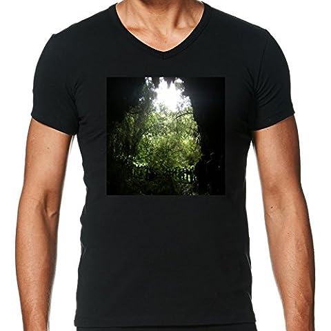 Camiseta V Cuello para Hombre - Cuevas Waitomo, Nueva Zelanda 2 by Cadellin