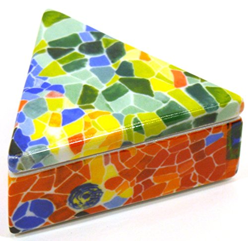 SCATOLA TRIANGOLARE di porcellana decorata in TRENCADIS stile Gaudí.(Color AURORA). 8 cm x 7 cm x 3,5 cm