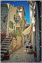 Wallario Garten-Poster Outdoor-Poster, Romantische Gasse in Kroatien Mitten in der Stadt in Premiumqualität, für den Außeneinsatz geeignet