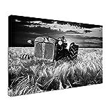 Leinwand Bild edel Traktor im Feld Farbe schwarz weiß, Größe 60 x 40 cm