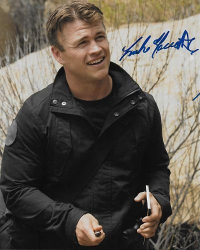 Westworld – Ashley Stubbs – Luke Hemsworth Auténtico Auténtico firmado a mano autógrafo AFTAL COA