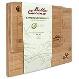 Bella Cucina© Original Bambus Schneidebrett 2er Set   Massive Küchenbretter aus Holz als Einzel- und 2er Set   Inklusive Saftrille und Loch zum Aufhängen (2er Set)