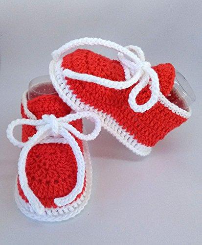 Patucos de ganchillo, hechos a mano, para bebés, tipo deportivos, de 0-3 meses. Temporada Primavera-Verano. 100% Algodón orgánico.