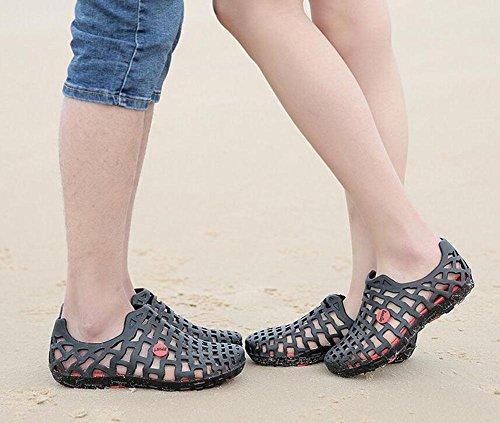 Uomini Slip On Clogs 2017 Summer Hollow scarpe di panno di panno le scarpe traspiranti della spiaggia delle coppie della spiaggia a