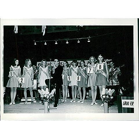Photo Vintage Miss di Svezia (in svedese: Fröken Sverige), il titolo della Swedish beauty pageant, che rischiava di scendere dal 1949 al 2003, dal magazine VeckoRevyn femmina e di produzione Strix company MTG. in collaborazione con la concorrenza anche i delegati in seno al global contesta Miss universo primo e runner up to Miss mondo.