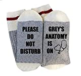 """Socken für Erwachsene, aus Baumwolle, mit lustigem Aufdruck: """"Please Do Not Disturb Grey's Anatomy Is On"""""""