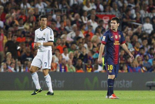 Canvas Ronaldo V Messi Real Madrid Football Club A1Size Glossy Poster 83,8x 61cm -