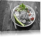 Japanische Nudelsuppe mit Fleisch schwarz/weiß Format: 120x80 cm auf Leinwand, XXL riesige Bilder fertig gerahmt mit Keilrahmen, Kunstdruck auf Wandbild mit Rahmen, günstiger als Gemälde oder Ölbild, kein Poster oder Plakat