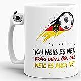 Tasse mit Fussball-Spruch I Weiß es Net. Frag Den Löw, der Weiß es Auch Net - Fussball-Tasse - WM/EM/Weltmeister/Liga/Ball/Kicken/Deutschland