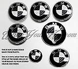 Film pour badge BMW noir et blanc en fibre de carbone pour recouvrir les emblèmes des capots, coffres et jantes, compatible avec tous les modèles BMW.