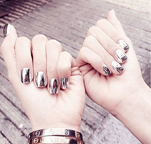 aukmla 24PCS Falsche Nägel Metall silber Punk Stil Kurz glänzend Fake Nail Tipps Bling Bling Nail Streifen mit Kleber und selbstklebend Tab für Frauen und Mädchen (Nail Kleber-streifen)