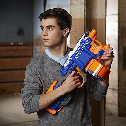 Junge mit N-Strike Elite Hyper-Fire