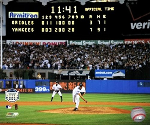 The Poster Corp Mariano Rivera Pitch im Yankee-Stadion 2008 Photo Print (25,40 x 20,32 cm) -