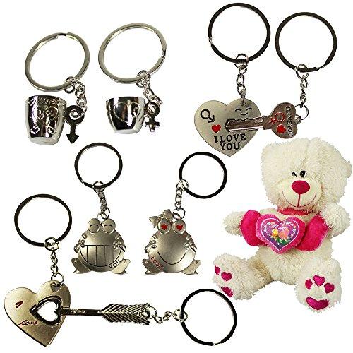 com-four® 8-teiliges Metall Schlüsselanhänger Set für Verliebte - Zeigen Sie, DASS sie zusammen gehören! Inklusive süßen Teddybär zum Kuscheln (08-teilig - Love + Teddy) -