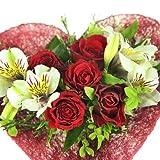 Rosenherz - Blumenstrauß mit Rosen im roten Sisalherz