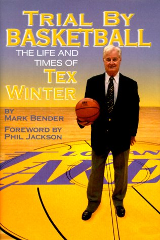 Trial by Basketball: The Life and Times of Tex Winter por Mark Bender