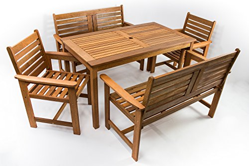 AVANTI TRENDSTORE - Furni - Set da giardino a 5 pezzi in legno Teak, 1 tavolo (dimensioni: LAP 135x73,5x75 cm), 2 sedie (dimensioni: LAP 61x88x62 cm), 2 panche (dimensioni: LAP 120x88x62 cm)