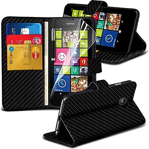 ( Black Carbon ) Nokia Lumia 630 Hülle Abdeckung Cover Case Premium Fitted schutzhülle Tasche Book PU-Leder Carbon Wallet Ständer Flip Mit 2 Kredit- / Bank-Karten-Slot-Kasten-Haut-Abdeckung mit LCD-Display Schutzfolie, Poliertuch und Mini-versenkbaren Stift durch Spyrox