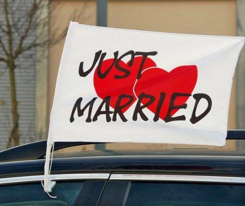 Autoflagge Just Married mit Herzen (2 Stück)