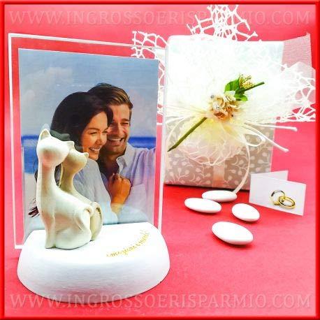 Bomboniere matrimonio portafoto in vetro rettangolare completo di base in legno bianco e scritta color oro decorata da gattini portafortuna,completo di scatola regalo(kit 12 pz + confezione)