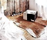 Amaris Elements | Hocker 'David' aus echtem Ziegen-Fell XL Polsterhocker Couchtisch, 70x70xH42cm Fellhocker braun weiß quadratisch Echtfell eckig groß Landhaus-Stil rustikal retro weich Sofahocker Beistellhocker Chalet Skihütte