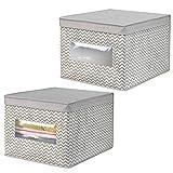 mDesign Juego de 2 cajas organizadoras de tela de polipropileno - Organizadores para armarios con tapa y ventana - Caja para organizar ropa y armarios con diseño en zigzag - gris topo/crema