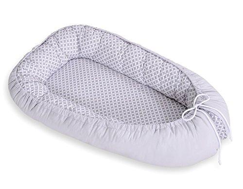 Réducteur de lit bébé gris