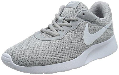 Nike Tanjun, Scarpe da Ginnastica Uomo, Grigio (Wolf Grey/White 010), 40 EU