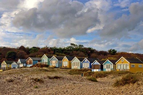 eine 45,7 x 30,5 cm Fotografieren Hochwertiger Fotodruck der Strandhütten Mudeford Strand bei hengistbury Kopf in der Christchurch Bournemouth England Dorset UK Landschaft Foto Farbe Bild Art Print