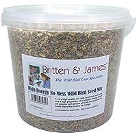 Britten & James High Energy No Mess Mezcla de semillas de Wild Bird con Suet añadido en un contenedor de 5 litros con cierre hermético. Alimenta a los pájaros del jardín todo el año. Una mezcla de alta calidad sin trigo, sin cáscara y una alta proporción de corazones de girasol que son populares entre casi todas las aves. Esta mezcla premium contiene otros 10 ingredientes además de alrededor de 20 tipos diferentes de semillas silvestres naturales.