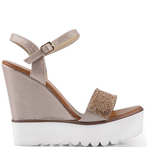 Ideal Shoes–Sandali compensate effetto glitter e decorati di strass Danae Beige